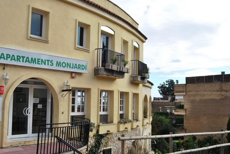 AR MONJARDI Apartments