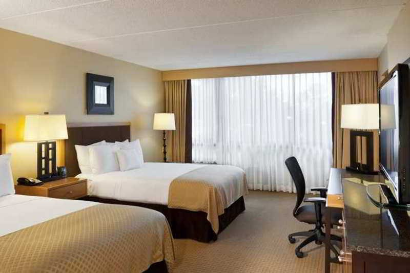 DoubleTree by Hilton Hotel Chicago Arlington