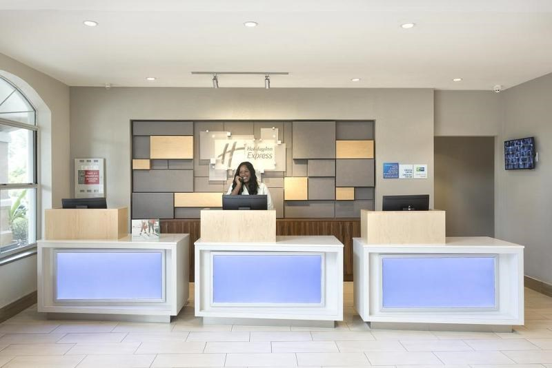 Holiday Inn Express & Suites Orlando South LK BV