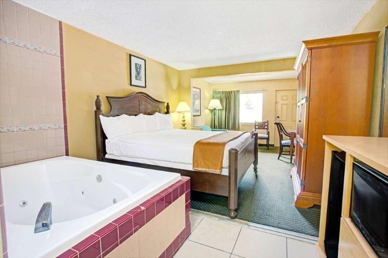Travelodge Suites by Wyndham East Gate Orange