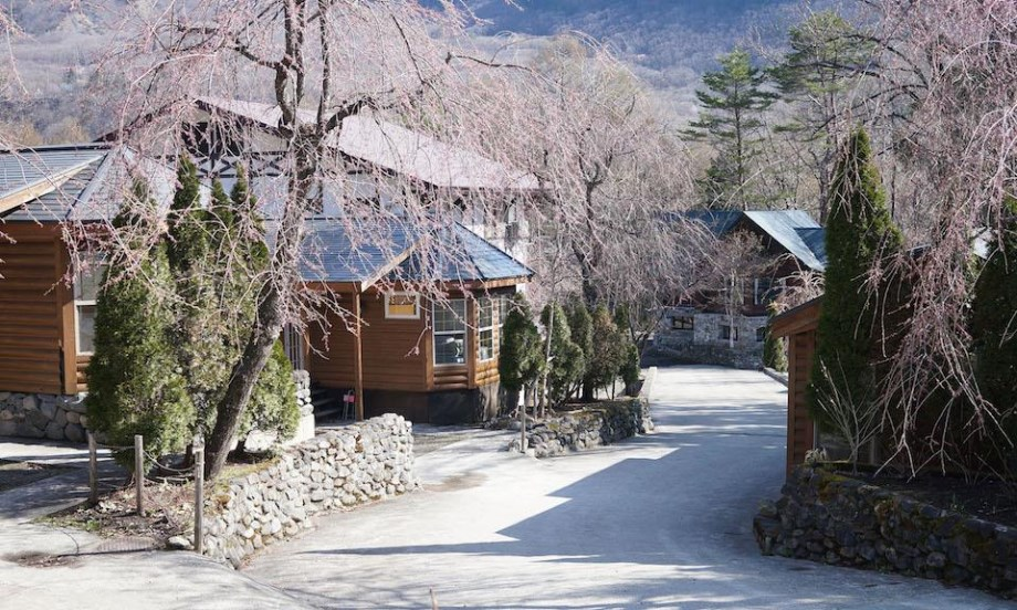 Hakuba Accommodation Canadian Lodge 1 Outside