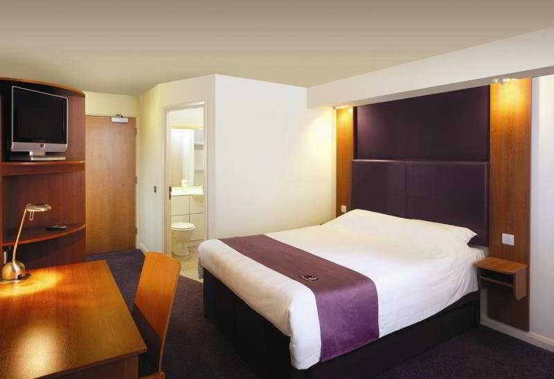 Premier Inn Heathrow Airport (Bath Road)