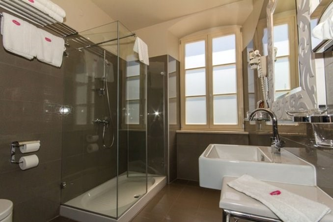 Standard Double Room Bathroom