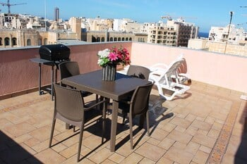 Blue Waters Penthouse Sliema