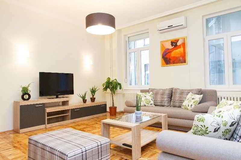 3 Bedroom Apartment CENTRAL SQUARE