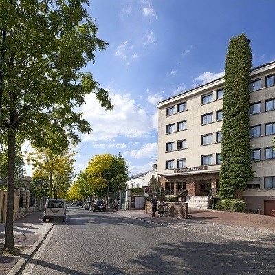 Qualys-Hotel Rueil La Defense (Room Only/ Non-Refundable/ 20km from Paris)