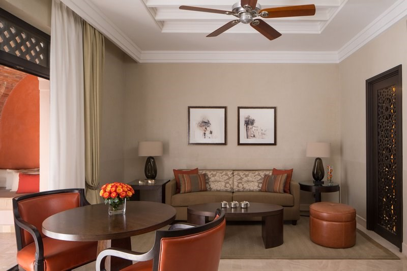 Four Seasons Executive Suite - living room