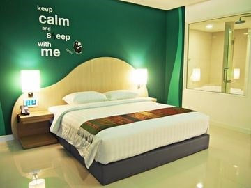 SLEEP WITH ME HOTEL DESIGN HOT