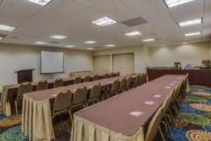 HOLIDAY INN EXPRESS & SUITES ORLANDO AIRPORT