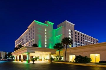 HOLIDAY INN & SUITES ACROSS FR