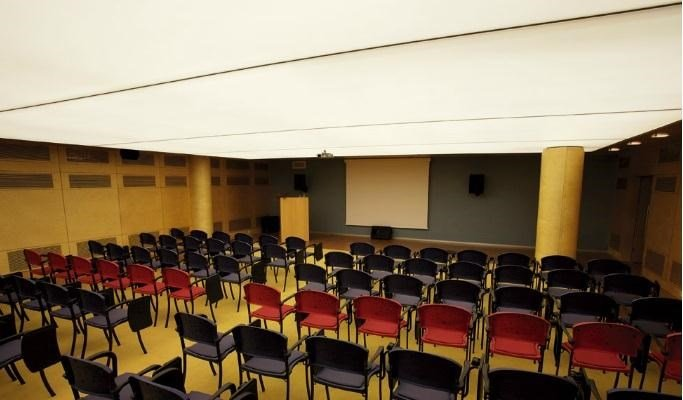 Isil Club-Meeting room