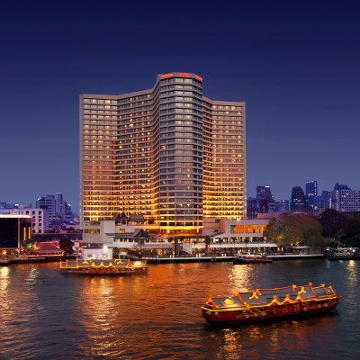 Royal Orchid Sheraton Hotel & Towers (Deluxe River View)