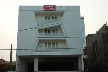 OYO Flagship North Campus