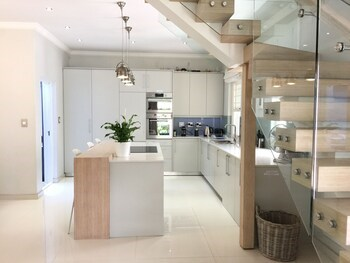 Cricklewood Place Luxury Holiday Home