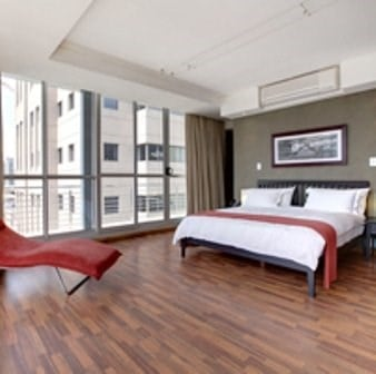 Circa On The Square Hotel