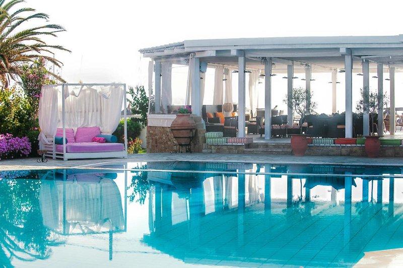 Antigoni Beach Hotel and Suites